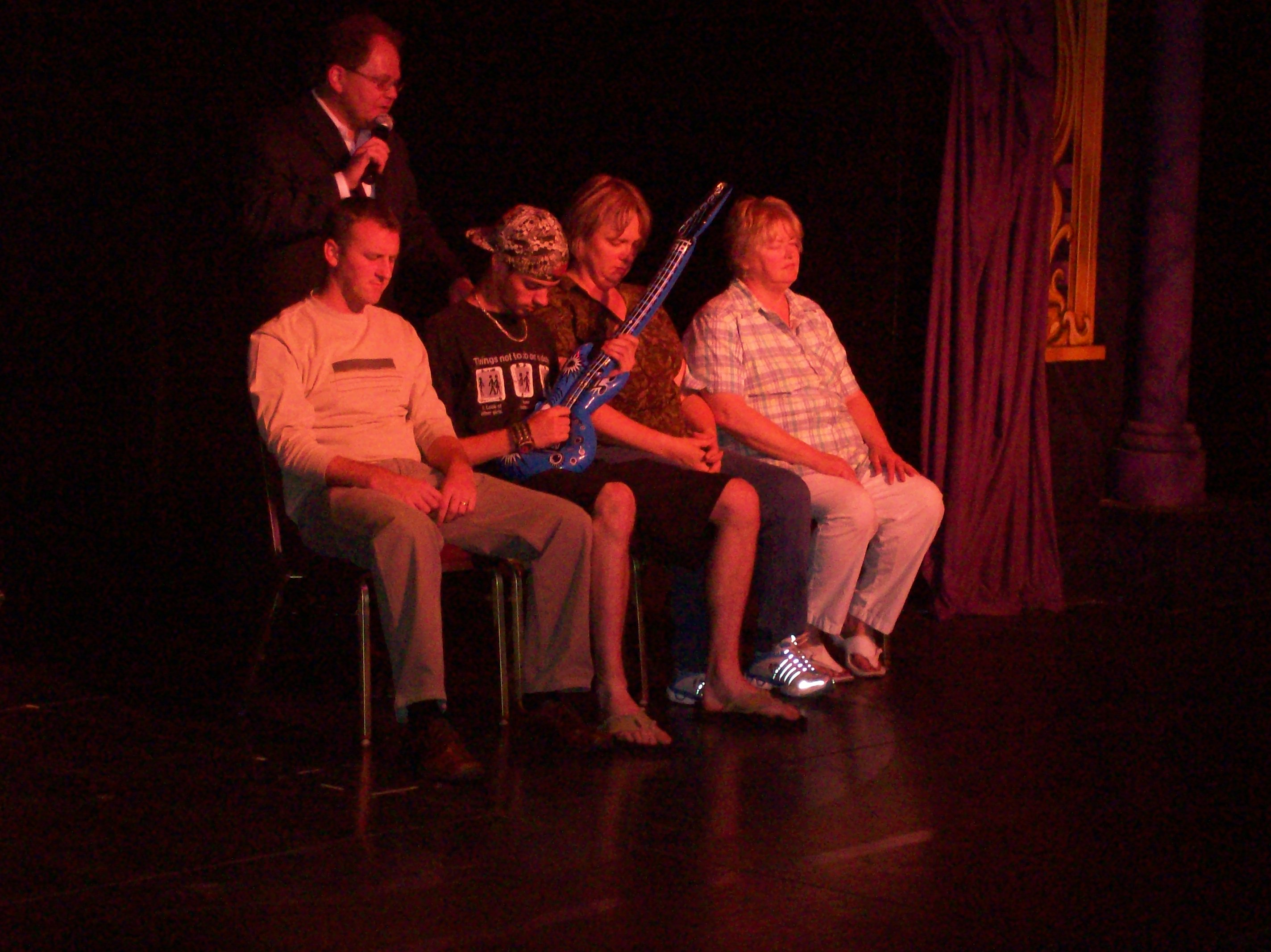 man pluitar in reno show Chris cadys get hypnotized in Reno